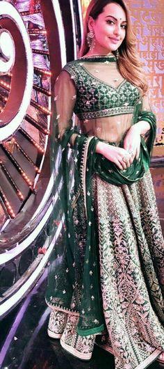 Designer Bridal Lehenga, Indian Bridal Lehenga, Indian Bridal Wear, Indian Wedding Outfits, Pakistani Outfits, Indian Sarees, Indian Wear, Indian Outfits, Lehenga Style