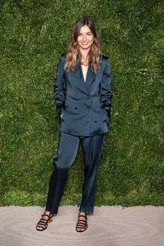 Andreea Diaconu en costume en satin à la soirée des CFDA à New York http://www.vogue.fr/mode/inspirations/diaporama/les-meilleurs-looks-de-la-semaine-novembre-2015/23508#andreea-diaconu-en-costume-en-satin-la-soire-des-cfda-new-york