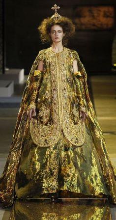 Guo Pei Haute Couture Spring 2017