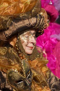 ~Carnevale di Venezia, painted mask with fantastic costume~ Masquerade Mask Makeup, Masquerade Ball, Venetian Carnival Masks, Carnival Of Venice, Hidden Face, Beautiful Mask, Costume Makeup, Faeries, Folklore