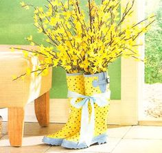 I need to find some inexpensive flower boots, cute for spring/Easter. Holiday Fun, Holiday Crafts, Holiday Decor, Diy Ostern, Mellow Yellow, Porch Decorating, Decorating Ideas, Decor Ideas, Spring Crafts