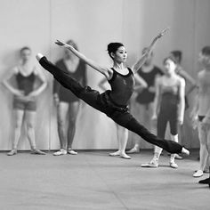 ballet dancer class excellent extension and perfect pointe Ballerinas, Ballet Dancers, Ballet Barre, Ballet Class, Shall We Dance, Lets Dance, Dance Photos, Dance Pictures, Dance Like No One Is Watching