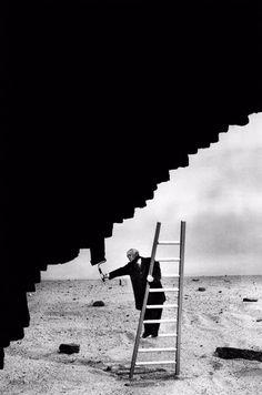 Los fotomontajes oníricos y surrealistas de Gilbert Garcin