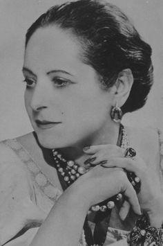 Blog Post - The Beauty Pioneers - Helena Rubinstein. http://lisaeldridge.com/blog/25880/the-beauty-pioneers-helena-rubinstein/ #History #Makeup #HelenaRubinstein #LisaEldridge