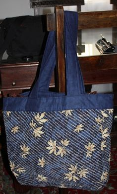 Chenille bags that I have made Chenille Quilt, Chenille Crafts, Rag Quilt, Quilt Blocks, Fabric Crafts, Fabric Purses, Fabric Bags, Quilting Board, Blue Leaves