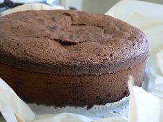 Recette de gâteau au chocolat pour anniversaire, Gâteau d'anniversaire au chocolat, gateau au chocolat facile et rapide, gateau au chocolat pour 6 à 8 personnes, délicieux gateau au chocolat