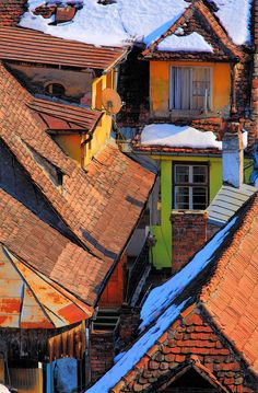 Romania Travel Inspiration - Rooftops with snow in Sighisoara, Transylvania, Romania Beautiful World, Beautiful Places, Visit Romania, Romania Travel, Medieval Houses, Roof Architecture, Travel Aesthetic, Beautiful Buildings, Landscape Art