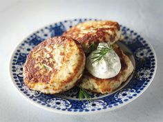 Keväiset kalamurekepihvit Seafood Recipes, Cooking Recipes, Healthy Recipes, Finnish Recipes, 20 Min, Fish And Seafood, Baked Potato, Food And Drink, Keto