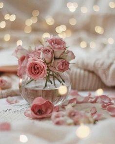 Beautiful Flower Arrangements, Unique Flowers, Pretty Flowers, Vintage Shabby Chic, Style Vintage, Shabby Chic Decor, Cream Roses, Pink Roses, Flower Bouqet