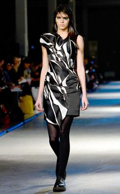 Kendall Jenner desfila na semana de moda de Londres | E! Online Brasil