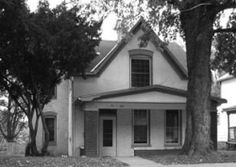 The Sallie House haunting is in it'sown class due to the conditions that exist, full-bodied apparitions, and objects flying through the air. Spooky Places, Haunted Places, Abandoned Places, Famous Haunted Houses, Most Haunted, Atchison Kansas, Paranormal Pictures, Ghost Hauntings, Creepy Houses