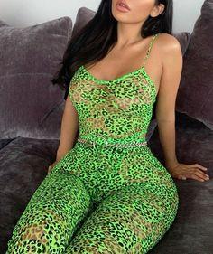 You wouldn't leave it alone Dress Bra, Bodycon Dress, Pretty Latinas, Curvy Fashion, Womens Fashion, Janet Guzman, Hot Brunette, India, Belle