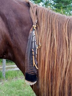 Arrowhead Coup Feather Equine Mane, Tail or Hair Ornament - Beaded feather horse jewelry - American Indian Style Horse Costume Equestrian Outfits, Equestrian Style, Bride Cheval, Horse Halloween Costumes, Horse Braiding, Horse Mane Braids, Native American Horses, Indian Horses, Horse Tail
