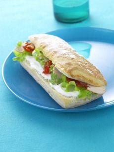 Sandwich au chèvre, tomates et émincés de poulet