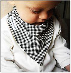 Bavoir de bébé cadeau mignon bandana  par byebyebirdieengland, $13.00