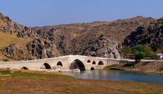 Çeşnigir Köprüsü-Kırıkkale Büyük Selçuklu Devleti zamanında kesme taştan yapılan 110 metre uzunluğundaki tarihi köprü...