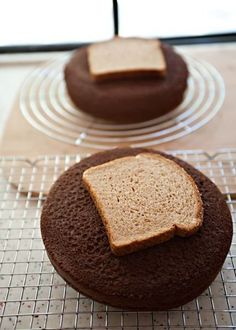 Keep your cake super moist by placing a slice of bread on top until you're ready to frost it. | 46 Life-Changing Baking Hacks Everyone Needs To Know