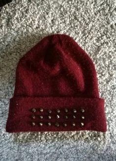 Kup mój przedmiot na #vintedpl http://www.vinted.pl/akcesoria/inne-akcesoria/16119461-bordowa-czapka-z-cwiekami
