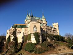 Bojnice castle in Slovakia. Barcelona Cathedral, Castle, Traveling, Mansions, House Styles, Building, Viajes, Travel, Villas