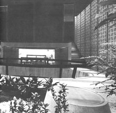 Vista del patio interior, Edificio sede de la Asociación de Industriales del Estado de México, av. Parque de Chapultepec 105 esq. Parque del Río Frío, El Parque, Naucalpan de Juárez, Estado de México, México 1969  Arq. Agustín Hernández Navarro -  View of the interior courtyard, Headquarters building of the Association of Industries of the State of Mexico, av. Parque de Chapultepec, Naucalpan, Edo. Mexico, Mexico 1969