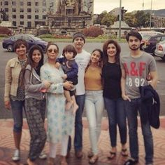 Gauri and her bro's family April 2016, with Suhana and AbRam