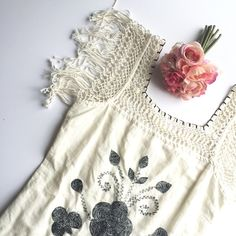 Free people boho crochet floral tunic dress Worn once. Perfect for you girls who are headed to coachella or rock the boho style! I Love this thing :)    •no trades•no offsite transactions•no low balls•offers considered through the offer feature only!• Free People Dresses