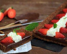 Tarta cremosa de chocolate y fresones