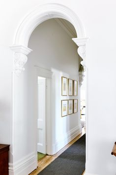 A historic Victorian villa needed an interior designer's touch to bring it up to speed with this family's lifestyle. Edwardian House, Modern Victorian, Victorian Homes, Victorian Front Doors, Victorian Terrace, Interior Design Living Room, Modern Interior, Interior Architecture, Cottage Hallway