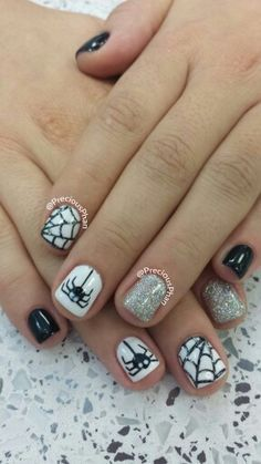 Make your halloween hot and trendy by these nail art .Halloween is coming up, a.nd we have thought to make this year Halloween as a memorable one by showing you some of the best nail art styles gi… Get Nails, Fancy Nails, Love Nails, How To Do Nails, Pretty Nails, Hair And Nails, Halloween Nail Designs, Halloween Nail Art, Cute Nail Designs