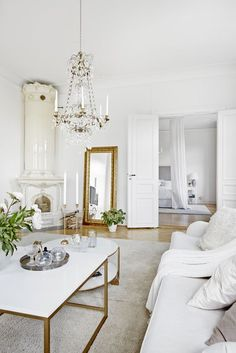 59 Popular Traditional Decor Style To Make Your Home Look Outstanding - Luxury Interior Design Gold Interior, Luxury Interior Design, Living Room Inspiration, Home Decor Inspiration, Home Decor Bedroom, Living Room Decor, Dining Room, French Living Rooms, Table Cafe
