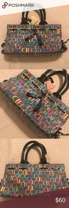 ❤️Black Dooney & Bourke Purse❤️ Excellent condition. The bag is 7 by 12 inches. No noticeable signs of wear in the outside but mild stains in the inside(see last picture) Dooney & Bourke Bags Shoulder Bags