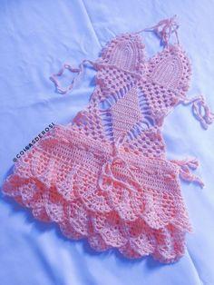 body maiô infantil em crochê Com saída de praia. Passo a passo da saia já disponível no canal coisas Crochet Baby Bikini, Crochet Bikini Pattern, Baby Girl Crochet, Crochet Baby Clothes, Lidia Crochet Tricot, Gilet Crochet, Crochet Lace, Crochet Chart, Crochet Stitches