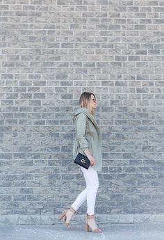 WHITE DISTRESSED SKINNIES FOR SPRING