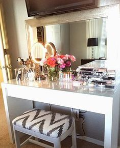 Perfect makeup vanity. I want a vanity in my future home more than anything