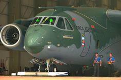 Maior aeronave produzida no Brasil, KC-390 vai melhorar a aviação civil - Zero Hora