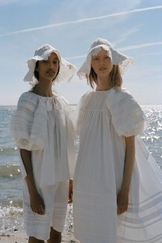 Cecilie Bahnsen operates at the intersection of couture and ready-to-wear to create luxury clothing with a relaxed, timeless style. Timeless Fashion, High Fashion, Fashion Show, Fashion Fashion, Cool Summer Outfits, Apostolic Fashion, Couture, Handmade Clothes, Spring Summer Fashion