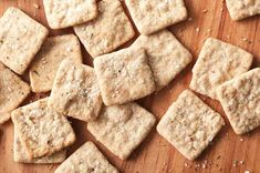Sourdough crackers Tangy, salty, crispy crackers, made with discarded sourdough starter. Sourdough Pizza, Sourdough Recipes, Flatbread Recipes, Bread Pizza, Biscuit Sans Gluten, Cinnamon Crumb Cake, Cinnamon Scones, Apple Cinnamon, Homemade Crackers