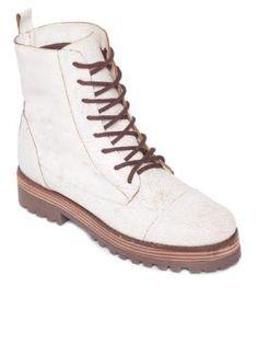 Acredite, a bota branca vem com tudo neste inverno https://donaelegancia.wordpress.com/2017/05/06/acredite-a-bota-branca-vem-com-tudo-neste-inverno/
