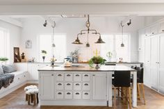 Fabulous Ideas For Your Next Home Improvement Project for Kitchen Lighting Making changes to your home can seem like a lot to undertake, as well as, a lot to bother yourself with. Big Kitchen, Kitchen Dining, Kitchen Decor, Ikea Kitchen Design, Kitchen Interior, Modern Kitchen Lighting, Kitchen Island Table, Kitchen Photos, Cool Kitchens
