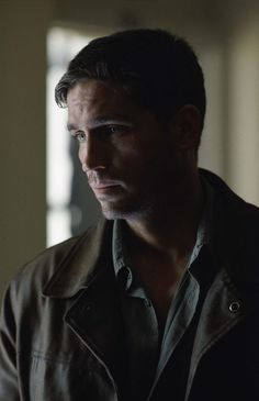 Still of Jim Caviezel in Highwaymen (2004) http://www.movpins.com/dHQwMzM5MTQ3/highwaymen-(2004)/still-1602664960