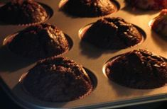 Mufinki w piekarniku Cookies, Chocolate, Breakfast, Food, Crack Crackers, Morning Coffee, Biscuits, Essen, Chocolates