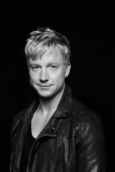 Samu Haber from Sunrise Avenue. I really love his voice. :****