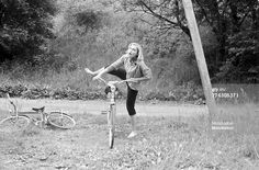 Swedish actress Gio Petr� getting on a bicycle. 1950s. (Photo by Emilio Ronchini/Mondadori Portfolio via Getty Images)
