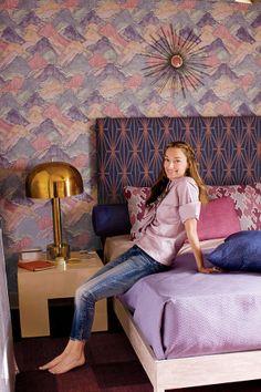Kelly Wearstler's Nanny Apartment makeover (DRV: art, Modern Master Bedroom, Blue Bedroom, Bedroom Decor, Bedroom Couch, Purple Bedrooms, Deco Cool, Vintage Interior Design, Luxury Interior, Modern Interior