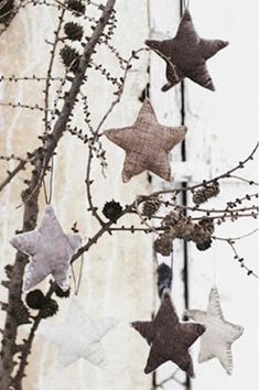 Star Ornaments for Your Christmas Decoration Ideas: Dark Color Design Ideas Applied In Christmas Decorating Ideas With Stars Gorgeous Ideas . Natural Christmas, Noel Christmas, Primitive Christmas, Country Christmas, Winter Christmas, Christmas Crafts, Christmas Ornaments, Navidad Natural, Navidad Diy