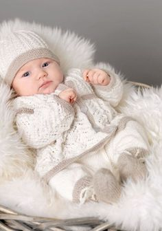 Billedresultat for hentesett baby Knitted Baby Clothes, Baby Hats Knitting, Cute Baby Clothes, Free Knitting, Baby Sweater Patterns, Baby Knitting Patterns, Baby Patterns, Baby Kind, Cute Little Baby