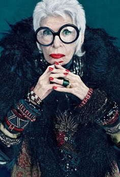Iris Apfel, Stil-Ikone ( i think she needs more bangles)