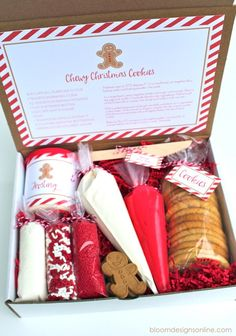How to Make a Christmas Cookie Kit to Give as a Gift - filled with cookies, colored icing and lots of fun sprinkles. This is a creative gift to give - especially to a busy mom who hasn't had time to bake for the holidays - via Bloom Designs Online Christmas Eve Box, Christmas Goodies, Diy Christmas Gifts, Christmas Treats, Christmas Baking, Holiday Gifts, Christmas Holidays, Christmas Cookie Boxes, Handmade Christmas