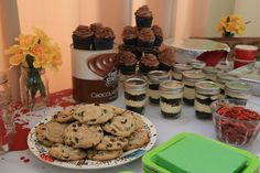 Walking Dead Party - Carol's Cookies - Carl's Chocolate Pudding Cupcakes
