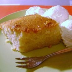 """Recipe for the traditional and delicious greek sweet """"Revani"""" (in greek)."""